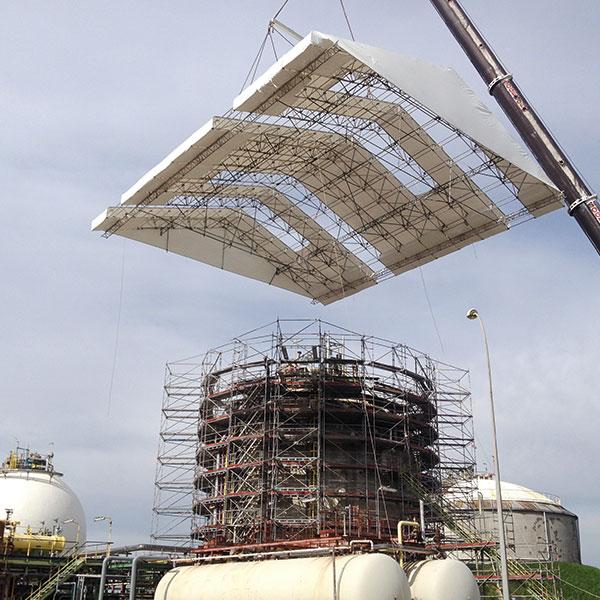 Échafaudage sur sphère 17 mètres avec parapluie Hauteur totale 25 mètres, 92 tonnes…